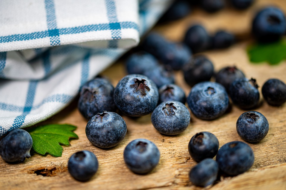 Blueberries are high carbs food, healthy for  weight management.